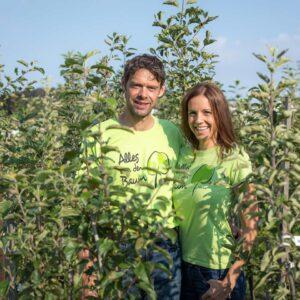 Thomas Und Eva Porod In Der Apfelanlage   Alles Um Den Baum