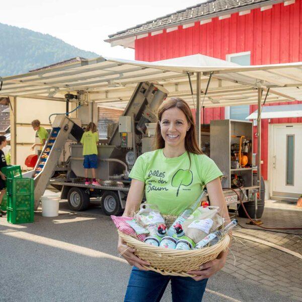 Eva Porod | Alles um den Baum | mobile Saftpresse