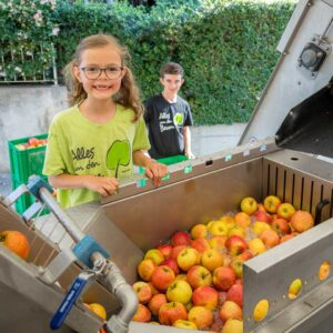 Mobile Saftpresse Mit Äpfeln